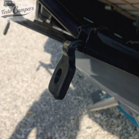 Eliminar pletina frontal para instalar base giratoria en Fiat Ducato