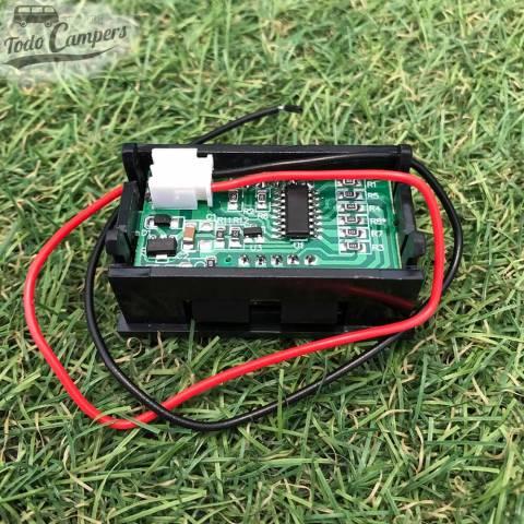 Voltímetro con conexión mediante dos cables, positivo y negativo