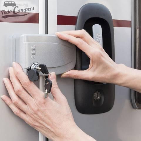 Uso Fiamma Safe Door (ejemplo en autocaravana o caravana)