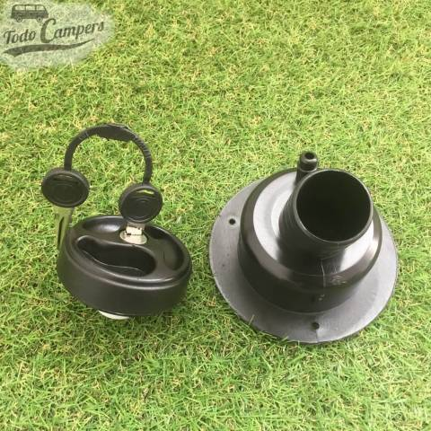 Bocana de agua con tapón (con llave) - Color Negro - Vista trasera