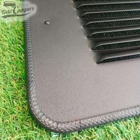 Detalle de materiales de la rejilla de ventilación para la ventana trasera del lado del acompañante (lado derecho)