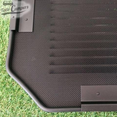 AirVent con mosquitera de aluminio negra para mayor resistencia y seguridad dentro y fuera de las furgonetas Trafic y Vivaro