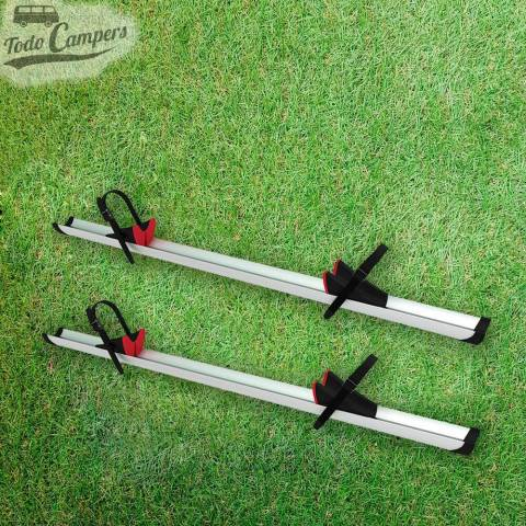 Dos railes Premium de serie en el Portabicicletas de doble puerta trasera