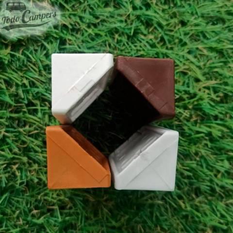 Escuadra con tapa de color marrón, caramelo, blanco y gris claro